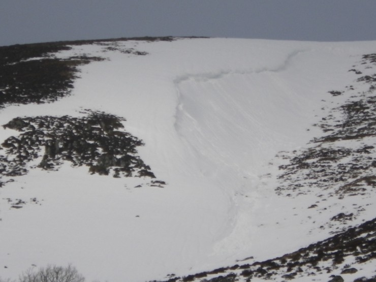 Some small cornice debris down from around 800m - mostly on Easterly aspects
