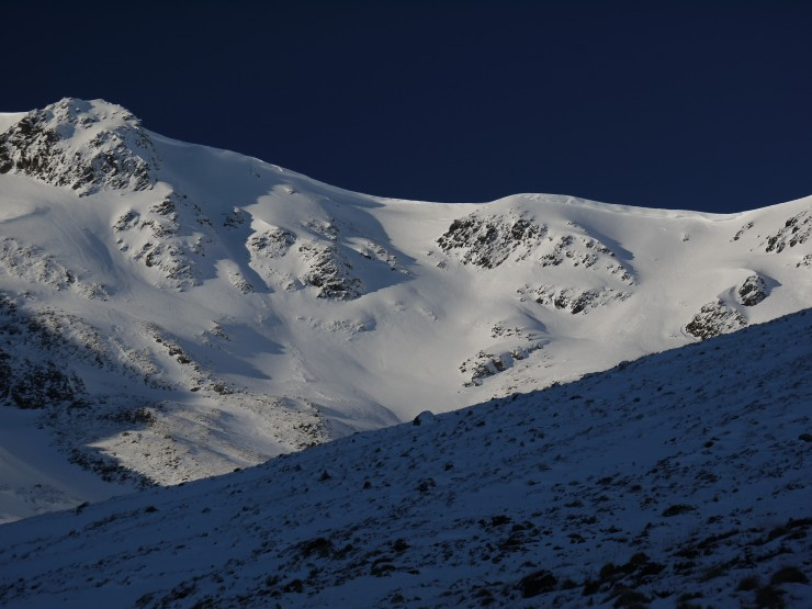 Snow and cornices in Coire Chriochairein.