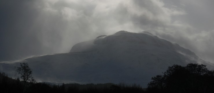 Look ing south from Creag Tharsuinn this afternoon. The mountains are boiling with spindrift.