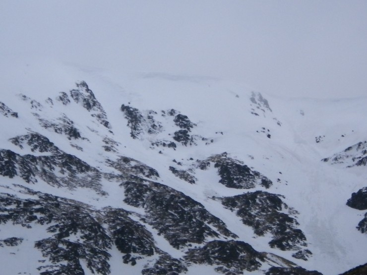 Coire a Chriochairein. Lose wet snow slides around 800m