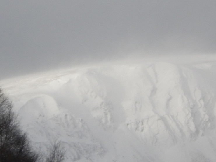 Long distance close up of above - spindrift forming slab below ridgelines