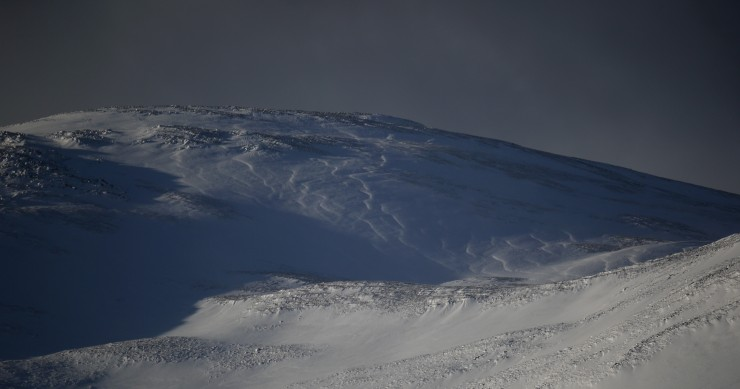Snow drift patterns on Sron a Ghoire. Right to left: NW to SE
