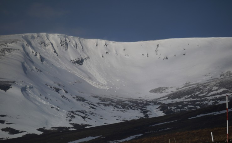 Coire Dubh this morning in brief period of sunshine. Cornice debris from yesterday and overnight.