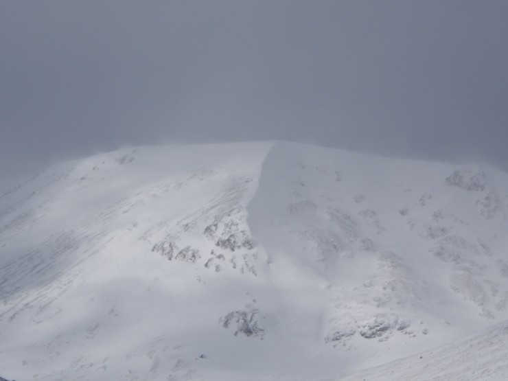 Coire a Chriochairein - spindrift building from various ridges onto lee slopes.