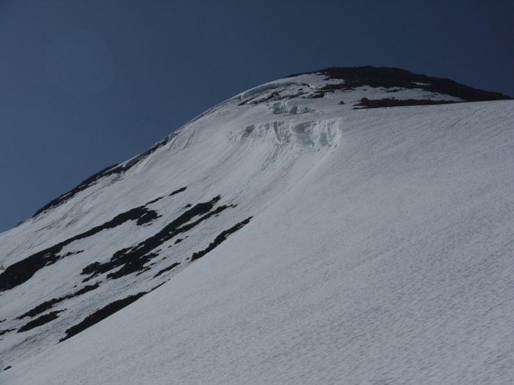 A lot going on in this shot: a cornice line and developing glide cracks.