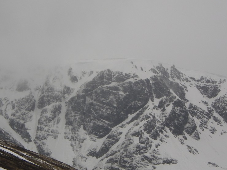 Post Face and into Inner Coire - new snow on crags