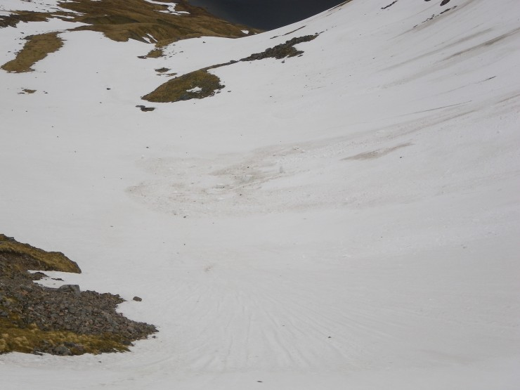 Inner Coire Ardair floor peppered with debris - both cornice & rock. (Gun fire alley if there at the wrong time!)