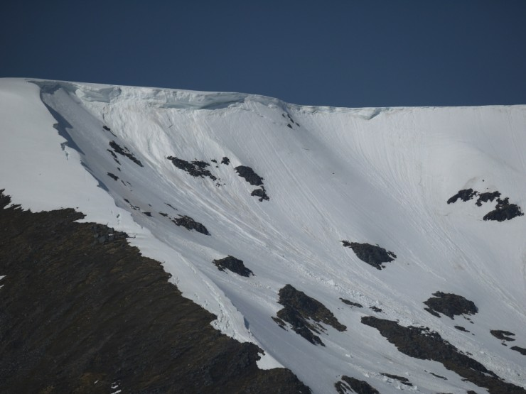 Cornices continue to collapse. More has fallen down in Coire Chriochairein but alot remains in situ.
