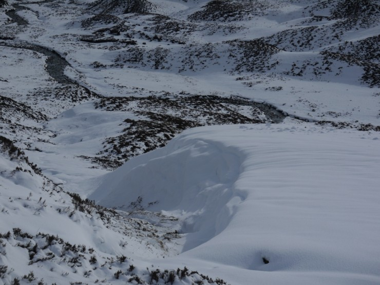 Recent snow drifts over the Coire Ardair path nearly corniced.