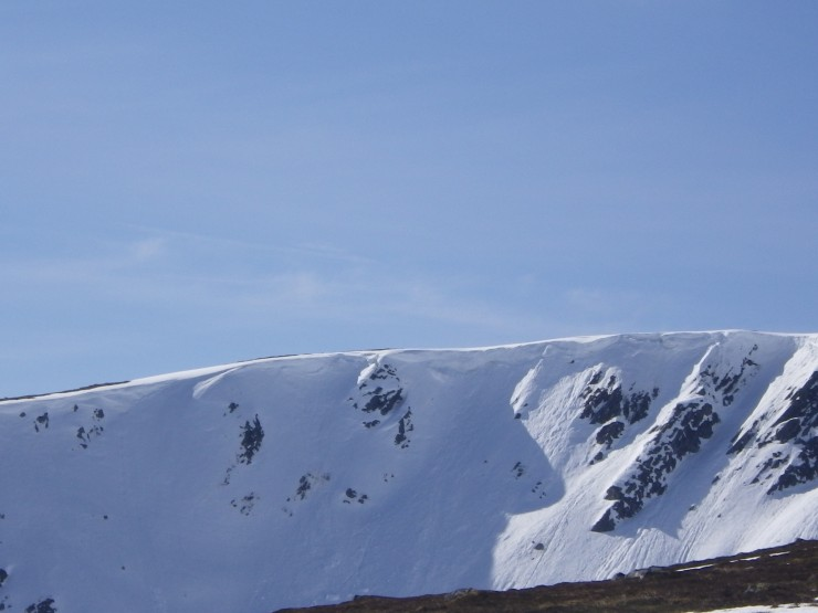 Coire Dubh - cornices above East aspects