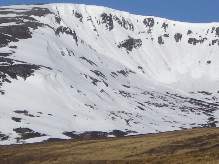Coire Dubh - Cornice lines down on SE aspects since yesterday