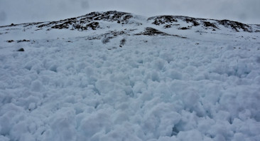 Avalanche activity overnight and early doors.